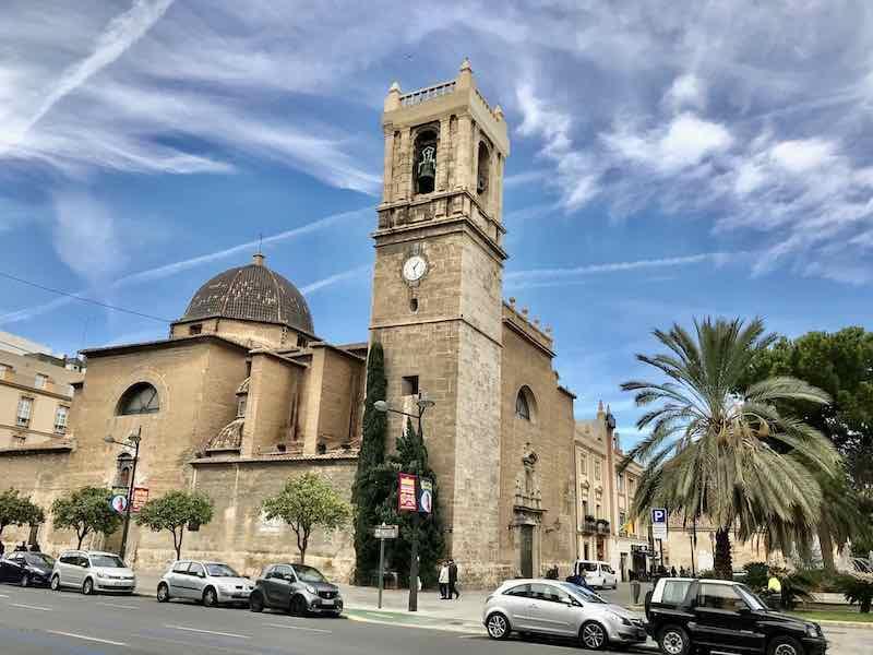 Kirche in Valencia Vanlife Valencia