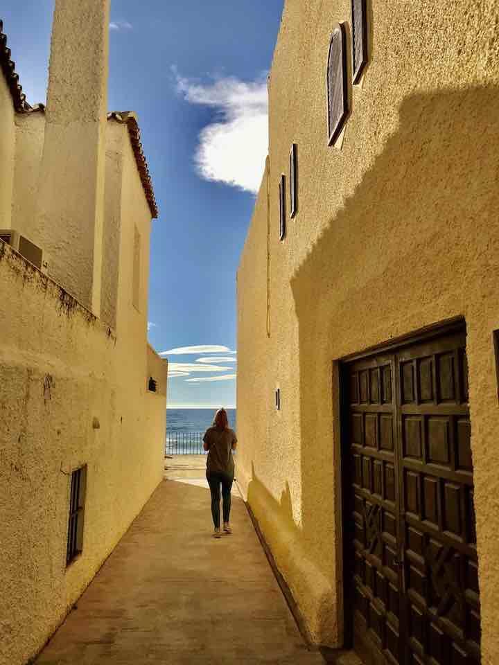 Gasse zum Strand Marbella