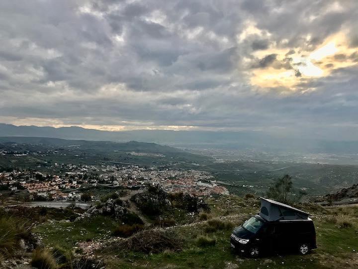 Blick über Alfacar Vanlife in Spanien