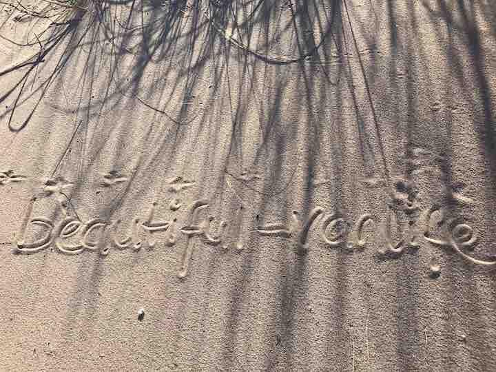beautiful vanlife in Sand geschrieben