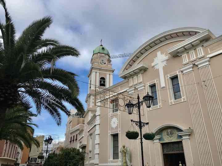 Kirche mit Palmen in Gibraltar