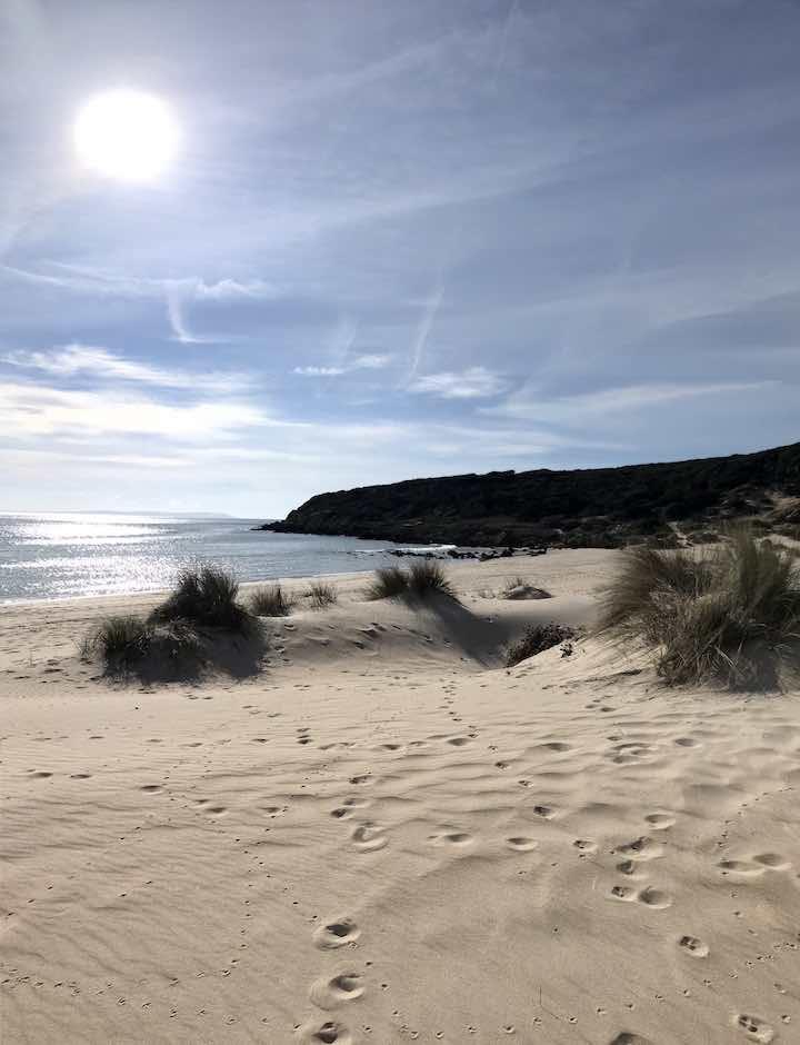 Strand von Bolonia mit Sonne
