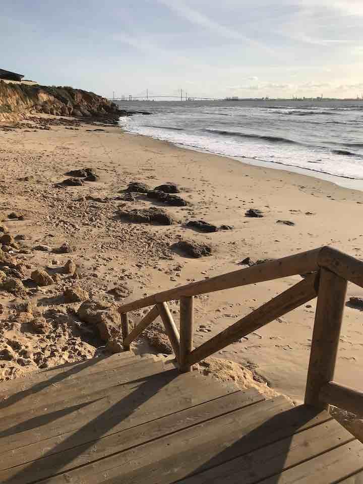 Treppen zum Strand vor Cadiz