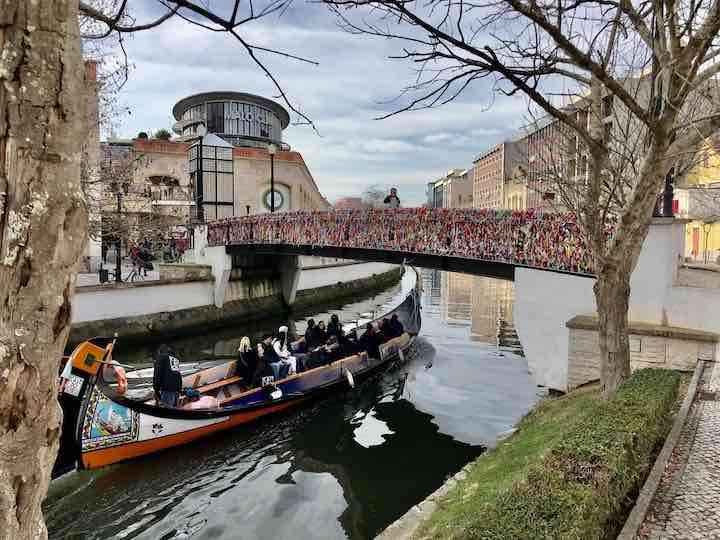 Boot auf Kanal in Aveiro