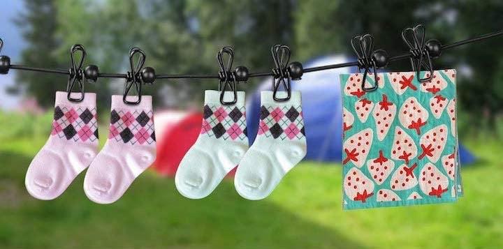 Flexible Wäscheleine mit Wäsche oder Fotos