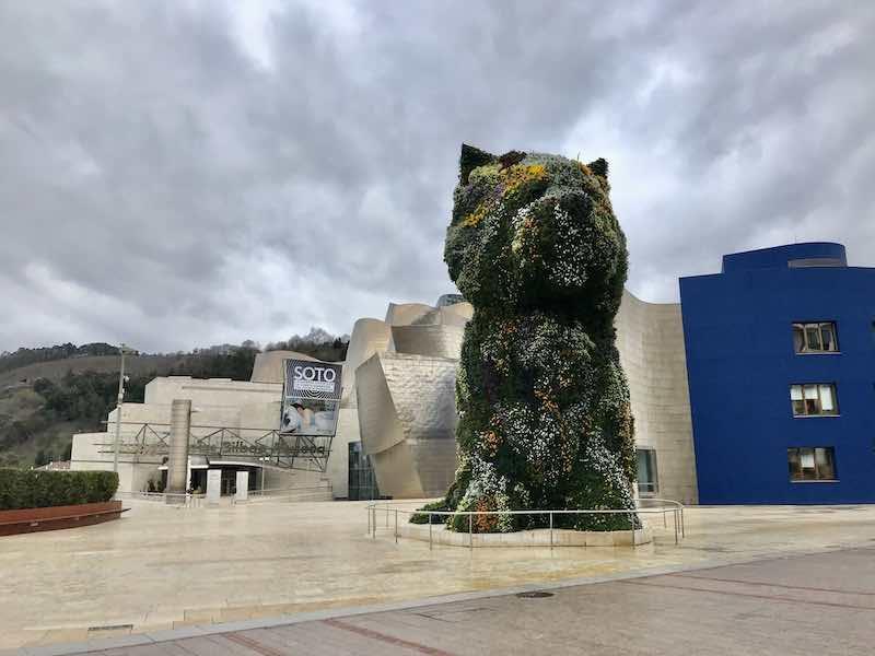 Hund aus Blumen Guggenheim Museum