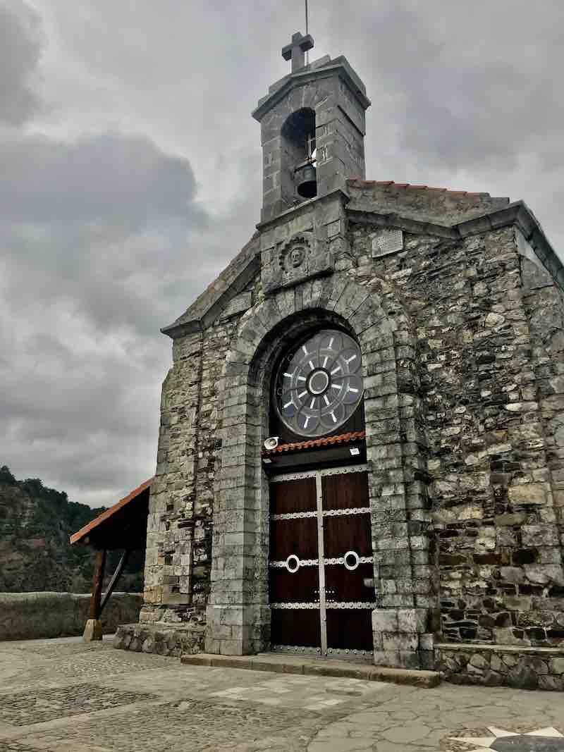 Kirche San Juan de Gaztelugatxe Vanlife im Baskenland