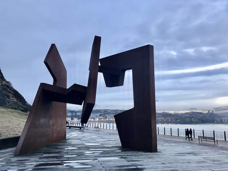 Skulptur San Sebastian Vanlife im Baskenland