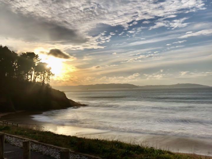 Sonnenuntergang am Atlantik zum Vanlife in Nordspanien