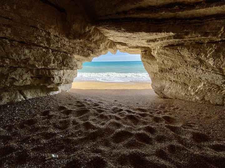 Höhle im Felsen