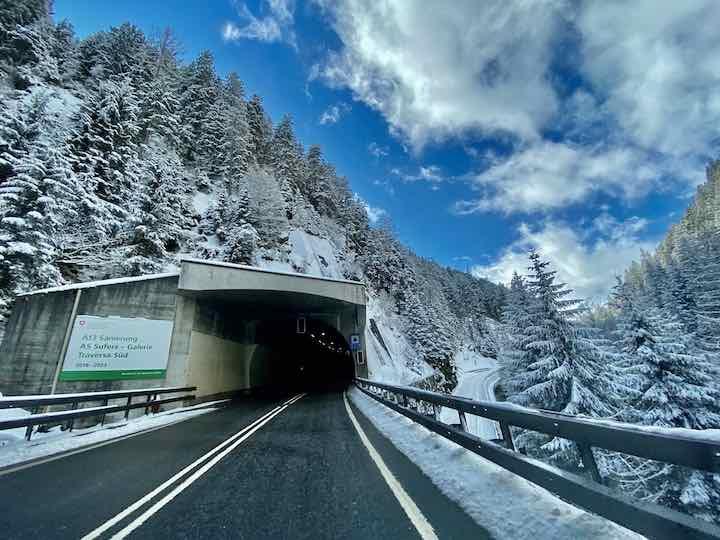 Schnee auf dem Weg nach Italien