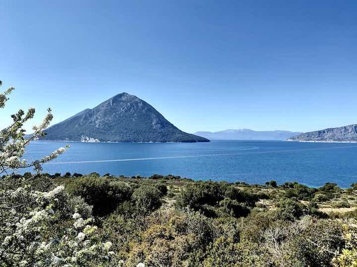 Bergige Insel