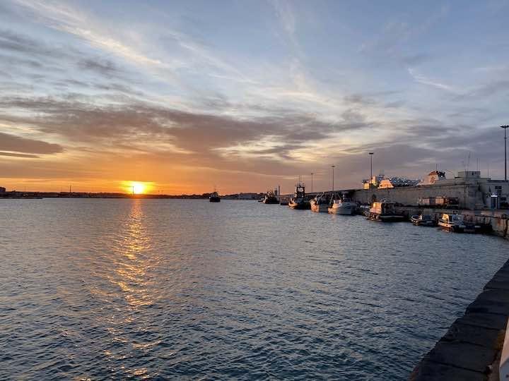 Sonnenuntergang Hafen Bari