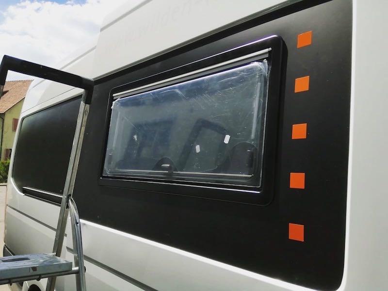 eingebautes Fenster in Schiebetuer
