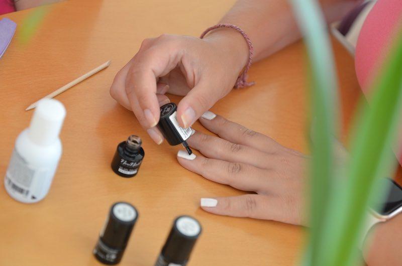 zweite Schicht Farblack Neonail Test
