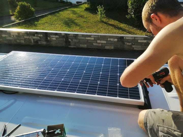 Installation Solaranlage auf dem Dach