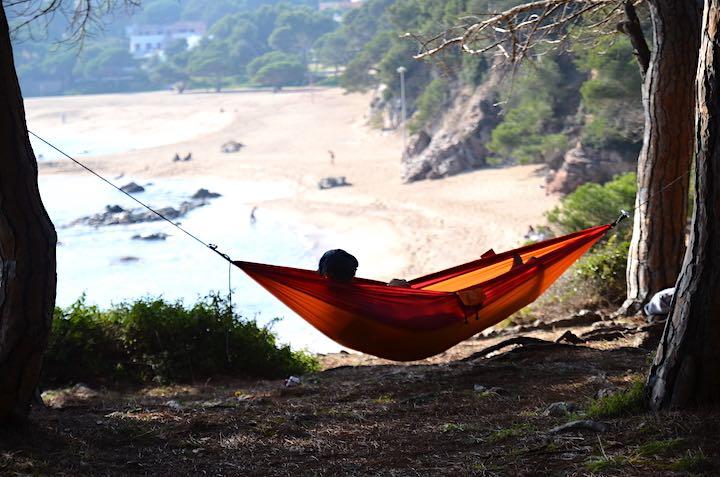 Adventure Hammock mit Frau am Strand