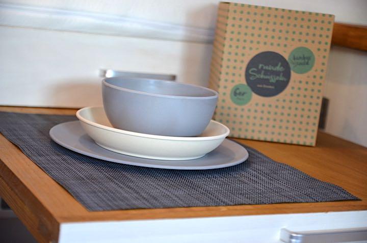 Bambuswald Geschirr mit Verpackung auf dem Tisch