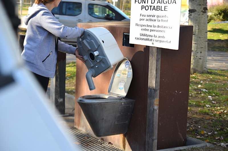 Thetford Porta Potti 565P wird entleert