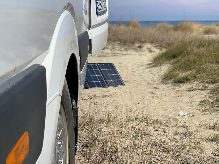 Solar Panel am Van in der Sonne