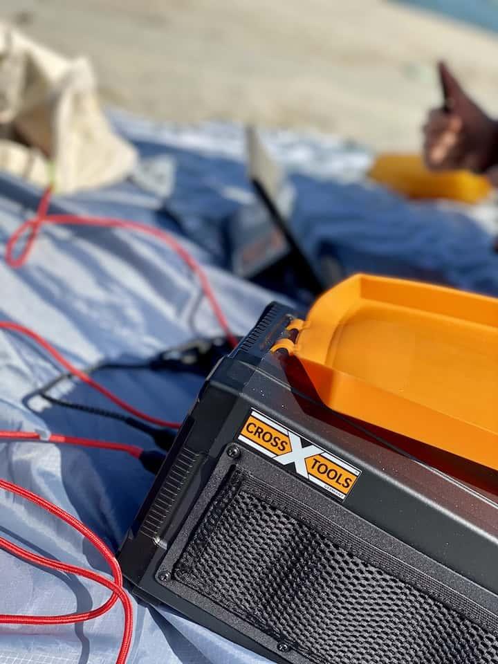 TRAVELBOX 500 am Strand als Powerbank